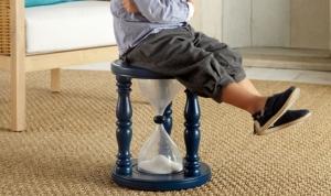 Lo-último-en-decoración-infantil-la-silla-de-pensar-con-reloj-de-arena-1