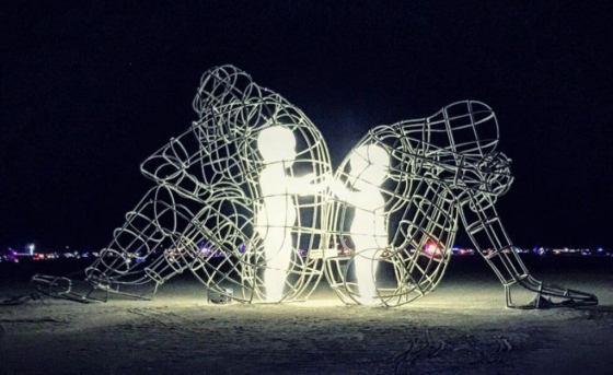 amor-escultura-noche